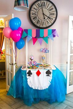 Alice in wonderland party. trend decor alice in wonderland t 2 Birthday, First Birthday Parties, First Birthdays, Mad Hatter Party, Mad Hatter Tea, Mad Hatters, Casino Theme Parties, Party Themes, Ideas Party