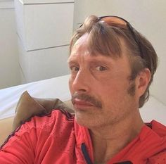 """40 curtidas, 1 comentários - Mads Mikkelsen Brasil (@madsmikkelsenbrasil) no Instagram: """"Mads tirando selfie em 2014 e com bigode para o filme 'Mænd & høns' 🖤😂 #MadsMikkelsen #Hannibal…"""""""