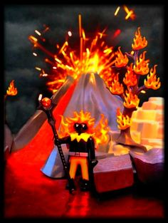 I am the god of hell fire, and I bring you! Fire, I'll take you to burn. Fire, I'll take you to learn. I'll see you burn! (von Arthur Brown) Playmobil.