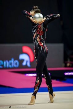 Nathalie Köhn (Alemanha), Copa do Mundo (Berlim) 2016 - Pinner Für Alles Rhythmic Gymnastics Costumes, Acrobatic Gymnastics, Gymnastics World, Sport Gymnastics, Gymnastics Photography, Figure Skating Dresses, Beautiful Costumes, Aerobics, Dance Outfits