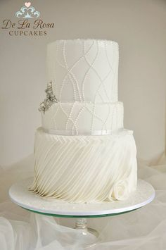 Beautiful Cake Pictures: Elegant Tiny Pearls & Sparkling Brooch Wedding Cake: Cakes with Pearls, Elegant Cakes, Wedding Cakes