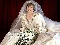 Princess Diana Wedding Dress, Princess Diana Funeral, Royal Princess, Royal Wedding 1981, Royal Weddings, Princesa Diana, Most Expensive Wedding Dress, Charles And Diana Wedding, Princess Diana Pictures