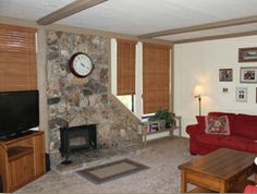 Enjoy breathtaking views from this comfortable two bedroom condo. This unit is located right at Canyon Lodge, sleeps up to 6, and offers a full kitchen, flat screen TV, and wood fireplace.
