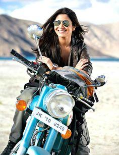 Jab Tak Hai Jaan Actress Anushka Sharma i like this hindi film and famous heroin in bollywood anushka sharma beautiful smile wallpaper Lady Biker, Biker Girl, Actress Anushka, Bollywood Actress, Ducati Monster, Bollywood Stars, Bollywood Fashion, Bollywood Outfits, Girl Riding Motorcycle