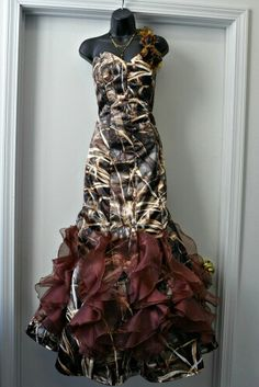 Would love to have this dress it's a cute country girl look for prom plus I love camo! Prom Dresses For Teens, Mermaid Prom Dresses, Homecoming Dresses, Vintage Prom, Camo Wedding Dresses, Bridesmaid Dresses, Wedding Outfits, Camo Formal, Country Girl Look