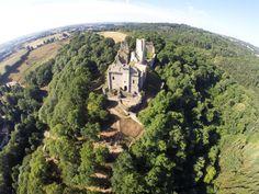 Vue aérienne : le château du haut-Châlucet