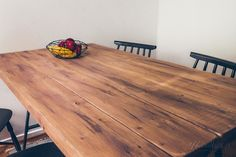 lankkupöytä pukkijalat pinnatuoli sisustus plank table Ikea, Dining Table, Koti, Rustic, Living Room, Lifestyle, Furnitures, Home Decor, Country Primitive