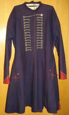 ,,Župica' - sváteční dlouhý mužský kabát, sukno, Vsetín, 1946-1947 - Sbírka Muzea regionu Valašsko, muzeum ve Vsetíně