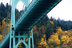 The St. Johns Bridgeis a steel suspension bridge that spans the Willamette River in Portland, Oregon, USA.