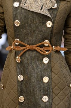 burberry spring 2012. love this belt. / Women's fashion / Trendy Pics