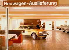 W 123 - How a showroom used to look like at the time.