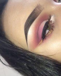 New post on fashion-black-book Gorgeous Makeup, Love Makeup, Makeup Inspo, Makeup Inspiration, Kiss Makeup, Makeup Art, Beauty Makeup, Hair Makeup, Beauty Tips