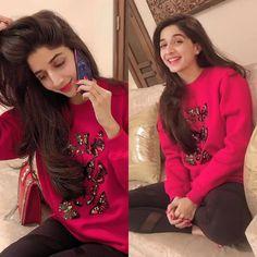 New Awesome Photos of Actress Mawra Hocane Pakistani Models, Pakistani Fashion Casual, Pakistani Girl, Pakistani Dress Design, Pakistani Actress, Pakistani Outfits, Beautiful Girl Image, Beautiful Hijab, Fashion Pants