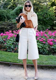 Calça social atualizada para o trabalho! Casual Work Outfit Summer, Casual Friday Outfit, Casual Summer Outfits For Women, Work Casual, Office Looks, How To Wear Culottes, Culottes Outfits, 30 Outfits, Casual Outfits