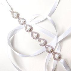 Pear Shaped Rhinestone and Pearl Bridal Headband  door GetNoticed