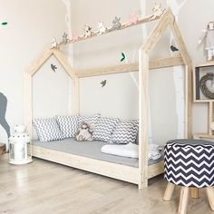 łóżko domek, pomalowany w kolorze RAL 7016