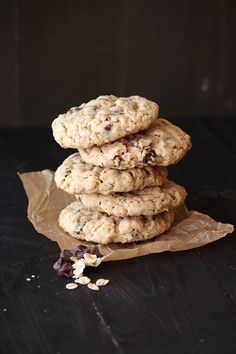 Thick, chewy, and soft, these oatmeal chocolate chip cookies are bursting with ooey gooey chocolate goodness that everyone will love. Oatmeal Chocolate Chip Cookie Recipe, Chocolate Chip Cookies Ingredients, Oatmeal Cookies, Chocolate Chips, Chocolate Cake, Best Cookie Recipes, Sweet Recipes, Baking Recipes, Muesli