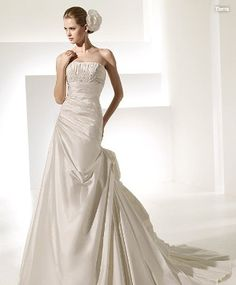 First-Rate Simple Strapless Beads Working Ruched Taffeta Chapel Train Ball Gown Wedding Dress for Brides