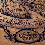 Una de las obras más notorias dentro del mundo del tatuaje se encuentra actualmente plasmada en un enorme lienzo de piel de becerro, creada por el Chaos Crew