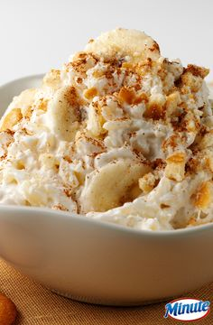 Banana Rice Pudding: a delicious 4 ingredient dessert using Minute Rice. Just Desserts, Delicious Desserts, Dessert Recipes, Dessert Salads, Yummy Food, Tasty, Banana Recipes, Pudding Recipes, Pudding Desserts