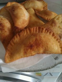 Empanadas de queso (fritas).  Chile' Easy to make and delicious if you can keep the cheese on the inside.