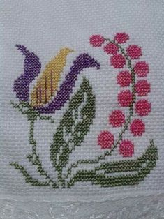 This Pin was discovered by Neş Cross Stitch Love, Cross Stitch Borders, Cross Stitch Flowers, Cross Stitch Designs, Cross Stitch Patterns, Crochet Flower Headbands, Hand Embroidery Patterns, Crochet Motif, Baby Knitting