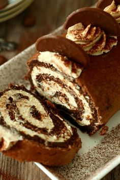 Tiramisu-kääretorttu - Suklaapossu Tiramisu, Sweet Pastries, Piece Of Cakes, Sweet Cakes, Something Sweet, Dessert Recipes, Desserts, Sweet Recipes, Sweet Treats
