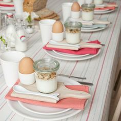 brunch table setting using weck canning jars for yogurt Breakfast Table Setting, Breakfast And Brunch, Best Breakfast, Breakfast Recipes, Brunch Mesa, Weck Jars, Canning Jars, Mason Jars, Easter Brunch