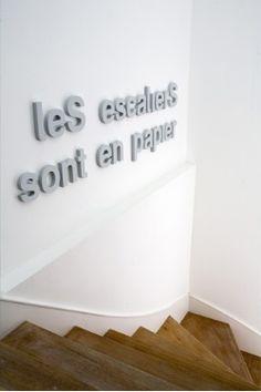 Les escaliers sont en papiers