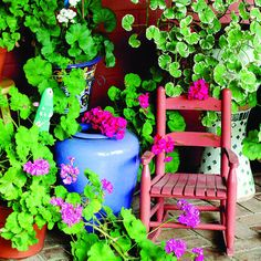 A painted chair and pots of geraniums brighten the front porch Dining Room Inspiration, Garden Inspiration, Garden Ideas, Mexican Style Decor, Mexican Garden, Moroccan Garden, Hacienda Style, Backyard Projects, Patio Design