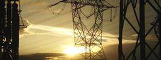 Torre ao pôr-do-sol - http://www.metalica.com.br/torres-de-transmissao-de-energia - torre-destaque33.jpg (590×224)
