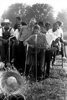 Bob Dylan and Pete Seeger, Performing for Civil Rights Workers, Greenwood, Mississippi 1962 by Danny Lyon .Rip Mr Seeger January You and Bob have made the world a better place, you will be remembered and so will your music. Bob Dylan, Pete Seeger, Music Station, Guitar For Beginners, Thing 1, Folk Music, African American History, Civil Rights, Film