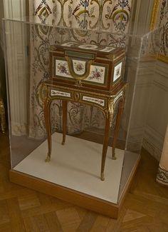 Coffre à bijoux Marie Antoinette Dauphine Martin Carlin V5807 a - Martin Carlin — Wikipédia