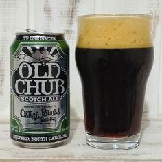 Essa é a Old Chub Scotch Ale e já adianto que de todas as cervejas da Oskar Blues que já tomei essa Strong Scotch Ale é minha preferida.  Servida em um Pint Inglês a cerveja teve grande formação de uma espuma bege que baixou e ficou persistente uma camada fina e cremosa. A coloração é marrom escura com tons avermelhados nas áreas com menor concentração de líquido.  No aroma dulçor de maltes caramelo ealcoólico. O dulçor é tão presente que lembra um doce bem melado. O paladar é maltado com…
