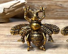Queen Bee Decorative Knobs Pulls Handles...Price is for 1 | Etsy Kitchen Cabinets In Bathroom, Decorative Knobs, Cabins In The Woods, Queen Bees, Knobs And Pulls, Clock, Handle, Etsy, Watch