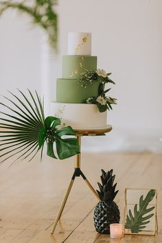 Ideas for an Industrial Greenery Wedding Ideen für eine Industrial Greenery Hochzeit Green wedding cake, wedding cake gold, cake Ideas for an Industrial Greenery Wedding Spring Wedding, Gold Wedding, Wedding Blog, Diy Wedding, Wedding Events, Weddings, Wedding Locations, Perfect Wedding, Wedding Ideas