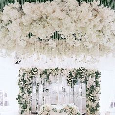 Classy setup  . . . #kuwaitweddings #kuwait #bride #bridemaids #weddingblog #weddingdress #bridalshower #weddingring #الكويت #كويتيات #ملجة #خطبه #عرس #عروس #اعراس #فستان_زفاف #دزة_عروس #فساتين #برايدل_شاور #نفنوف #حفلات #استقبال #زواج #مسكات #مناسبات #زفاف #weddingsand_more