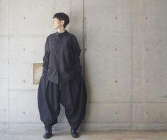 AW17 Unisex style . Shirt: #roggykei Trouser: #roggykei . . #aw17 #17aw #monotone #black #allblack #noir #coordinate #fashion #fashionpost #styles #outfit #outfits #ootd #minimal #instamood #style #moda #instafashion #minimalmood #mode #modefashion #outfitoftheday #styleoftheday #fashionstyle #时装 #패션 #morafukuoka #lookoftheday #avantgardemora_fukuoka