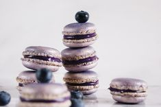 Sofie's blåbær macarons Cupcake Cookies, Cupcakes, Macarons, Cake Recipes, Jar, Stuffed Peppers, Snacks, Desserts, Food Cakes