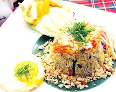 This Vietnamese Style Fried Rice is a vegetarian dish, filled with complex flavors of Vietnamese cooking. Bean sprouts are added at the end to give it some great texture. Bean Sprout Recipes, Vegetarian Dish, Bean Sprouts, Food Categories, Fried Rice, Pasta, Dishes, Texture, Cooking