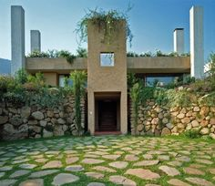 Casa 2 by Izquierdo Lehmann Not immediately apparent, but it's constructed on a steep slope. Micro House, House 2, Architecture Awards, Architecture Design, Stone Houses, Rock Houses, House On The Rock, Pergola, Exterior