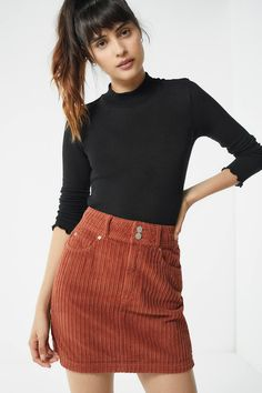 Shop UO New York Minute Corduroy Skirt at Urban Outfitters today. We carry all the latest styles, colors and brands for you to choose from right here. New Yorker Street Style, Look Street Style, Street Styles, New Fashion Trends, New York Fashion, Fashion Styles, Fashion Videos, Fashion Hacks, Fashion 2017