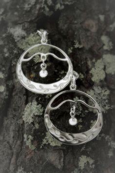 Algaz-jaur   Earring replicate from Algaz-jaur (according to a drawing from a book about Skolt sámi culture). Sterling silver.  168 e