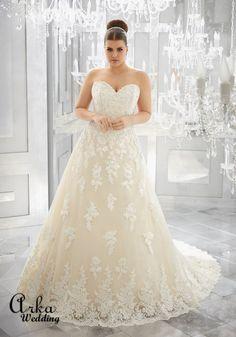 Νυφικά Φορέματα για ΠΑΧΟΥΛΕΣ: Νυφικό Φόρεμα, Στράπλες, από Δαντέλα, για Κομψή Παχουλή Νύφη. Κωδ. 3226 Plus Wedding Dresses, Plus Size Wedding, Wedding Dress Styles, Bridal Dresses, Beautiful Wedding Gowns, Elegant Wedding Dress, Perfect Wedding Dress, Gown Wedding, Floral Wedding