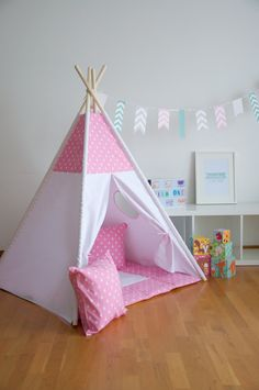 Pink drops kids teepee play tent with a padded floor mat by WigiWama on Etsy