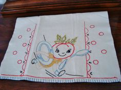 VINTAGE-HAND-EMBROIDERED-1-PC-KITCHEN-TEA-TOWEL-17X25-039-039-WAITRESS-WHITE-COTTON