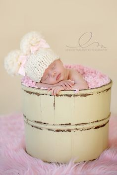 Gorgeous newborn photography by Lindsey Mills. Newborn Photography Poses, Cute Photography, Toddler Photography, Photography Business, Newborn Hats, Newborn Photo Props, Cute Baby Pictures, Newborn Pictures, Beautiful Babies