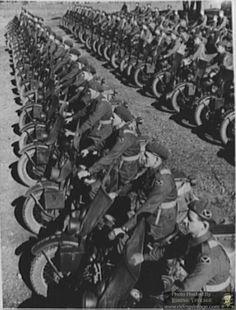 Riding Vintage: Australians go to War on Harley WLA's