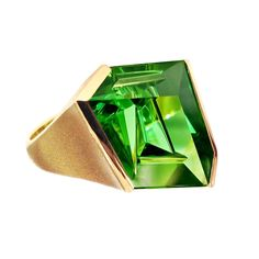 Munsteiner Green Tourmaline Abstract Ring in yellow gold with green tourmaline Jewelry Armoire, Jewelry Art, Gemstone Jewelry, Gold Jewelry, Fine Jewelry, Jewelry Design, Jewelry Rings, Designer Jewelry, Tourmaline Ring