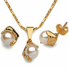 Conjunto collar y pendientes delfín perla - G88102 29,00€  Conjunto collar y pendientes delfín y perla, gold filled. Perla artificial. Pendientes presión, cadena c/ cierre reasa. Dimensiones: longitud collar 45cm, colgante 17mm x 8mm, pendientes 7mm x 8mm, peso 0,6gr c/u, peso collar c / colgante 2,8gr.